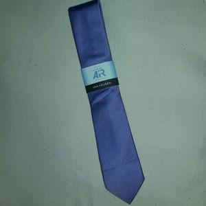 Van Heusen beautiful lavender neck-tie.